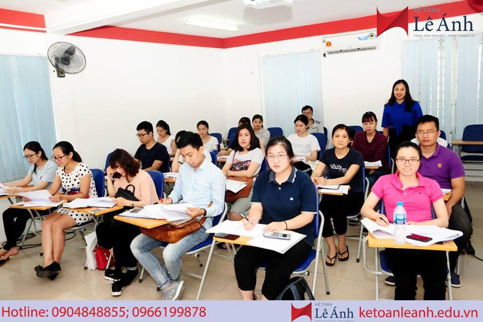 Review khóa học kế toán thuế chuyên sâu tốt nhất
